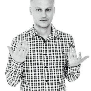 https://hipnoterapeuci.pl/wp-content/uploads/2019/04/Michał-Cieślakowski-1-300x300.jpg